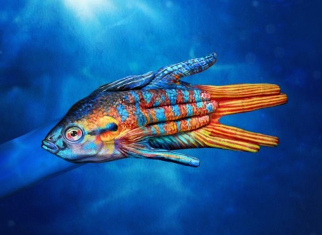 body-painting-animals-7-wide-wallpaper fish in detail on hands body cool bodypainting learn how to bodypaint bodyart