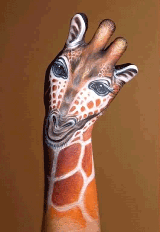 body-painting-animals-7-wide-wallpaper-giraffe-and-cat-on-hands-body-cool-bodypainting-learn-how-to-bodypaint