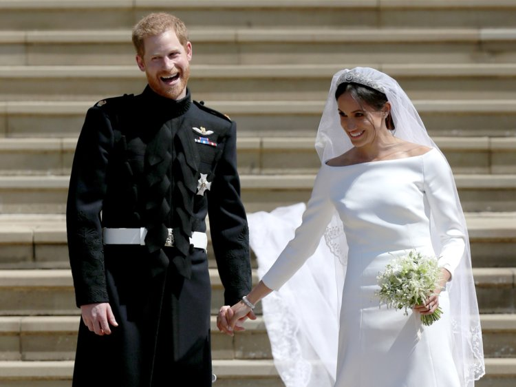 main-events-in-2018-a-year-in-review-look-back-at-2018-events-prince-harry-and-megan-markle-marry-weather-damage-addicted-to-everything-com